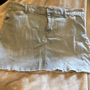 GAP Raw Edge Plus Size Lightwash Denim Skirt